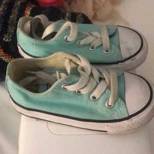 Size 6 toddler converse